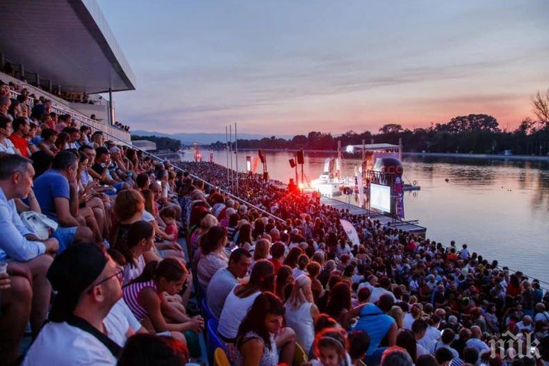 15 хиляди гледаха първия плаващ концерт на Орлин Павлов -...