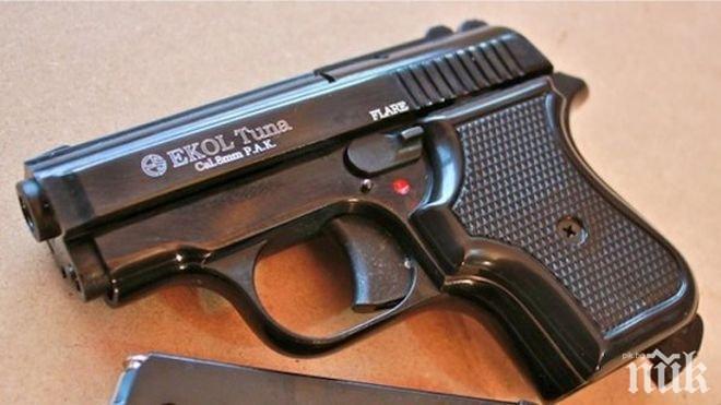 Турски полицаи заловиха нелегално оръжие за България