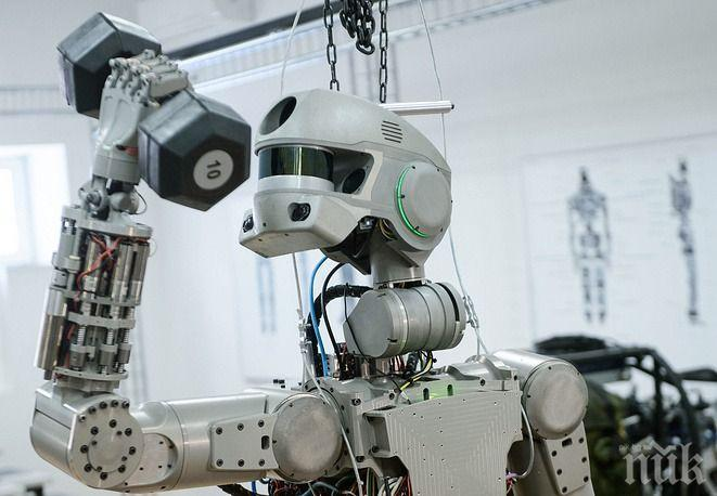 Роботът Фьодор се завърна на земята