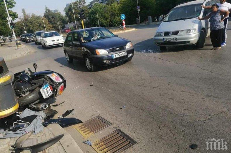 Кола блъсна моторист пред Онкологията в София