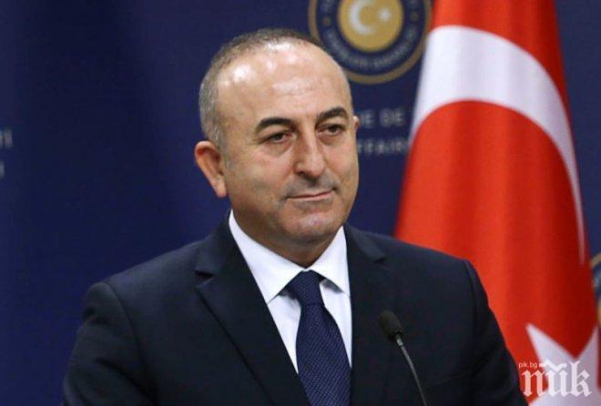 Мевлют Чавушоглу дава указания на кипърските турци