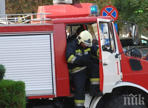 ДРАМА В СИЛИСТРА: Спасиха момиче и момиче, искали за скочат от балкона