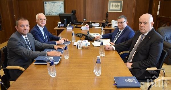 Цацаров и Гешев обсъдиха с индустриалния бизнес проблемите с болничните листове
