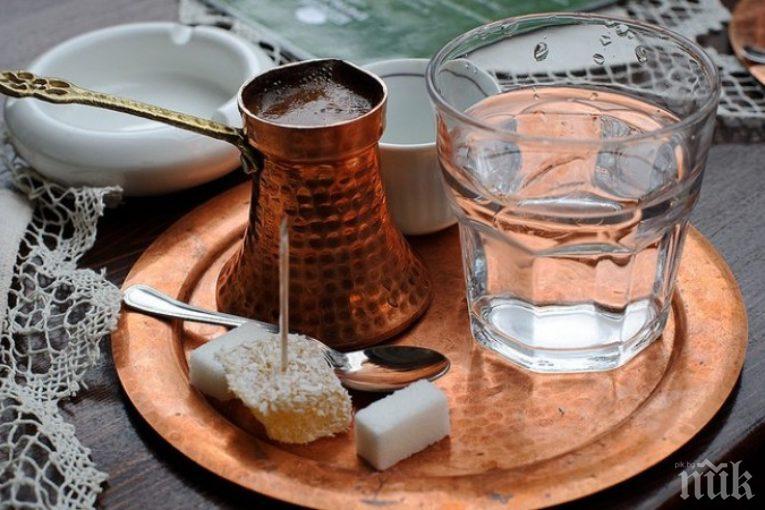 ТАБИЕТИ: Защо в Турция винаги сервират кафето с чаша вода