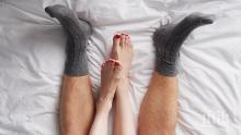 АКО ЩЕТЕ, ВЯРВАЙТЕ: Чорапите по време на секс улесняват оргазма