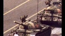 """Почина фотографът, заснел мъжа срещу танка на """"Тянанмън"""""""
