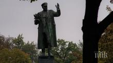 Прага демонтира паметника на Съветската армия