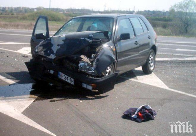 Фолксваген отнесе БМВ на кръстовище във Варна, има ранен