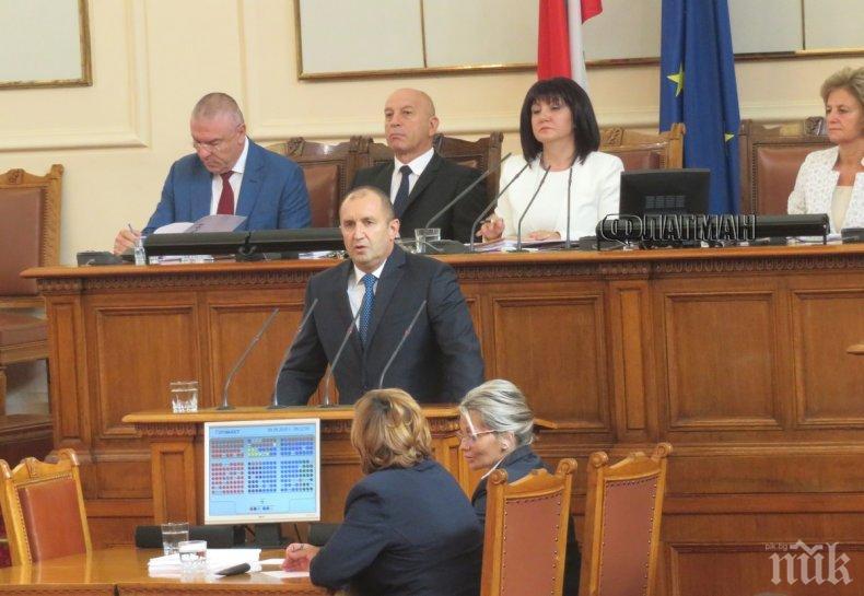 Александър Симов: Защо речта на Радев отново ядоса властта? Президентът е като кост, жестоко заседнала в гърлото на ГЕРБ