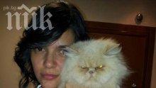 Ива Софиянска с котето си: Вкъщи е зверилник! (снимка)