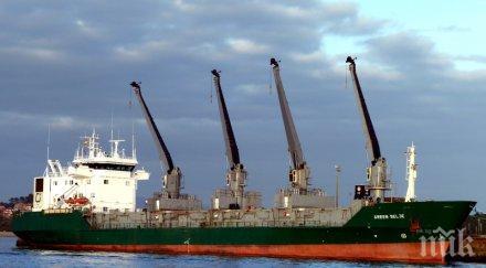 Пожар избухна на палубата на кораб при ремонт във Варна
