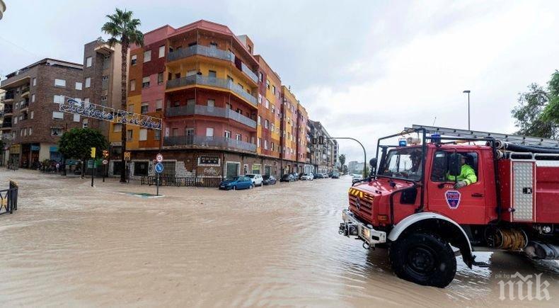 Жертвите на наводненията в Испания станаха шест