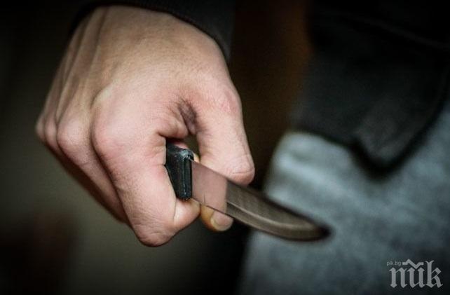 КЪРВАВА ДРАМА: Мъж вилня с нож в пловдивско село - ръга наред от ревност