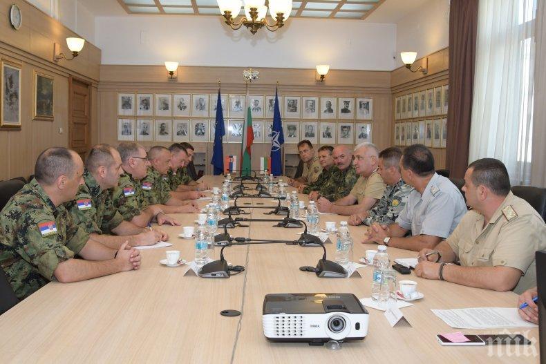 Началникът на отбраната генерал Андрей Боцев се срещна с командира на Сухопътните войски на Сърбия