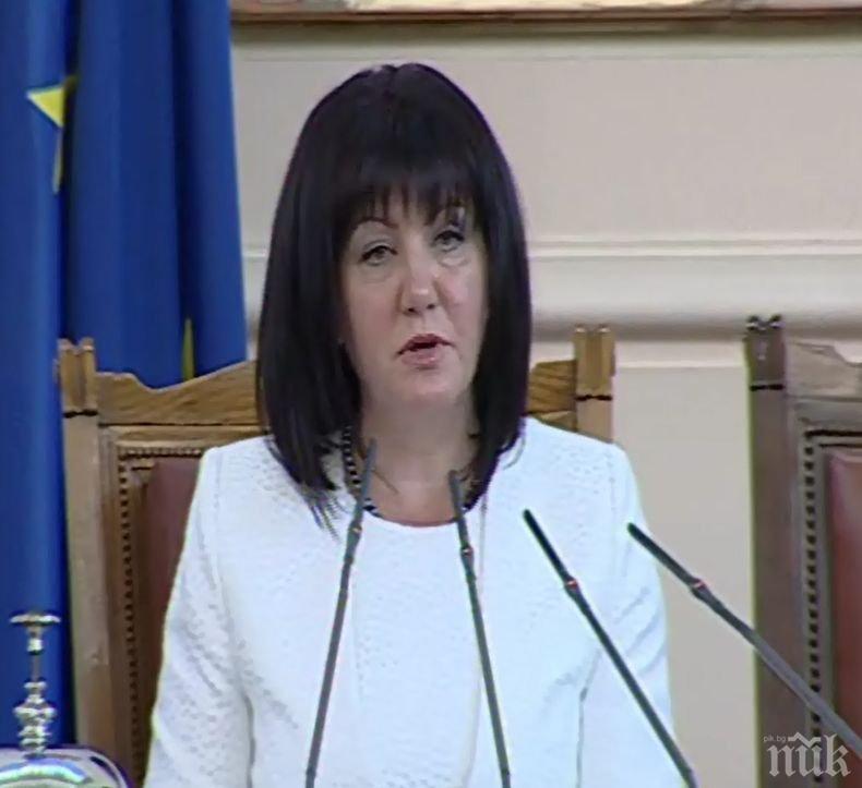 ИЗВЪНРЕДНО В ПИК: МВР официално за мелето с Караянчева: 31-годишна шофьорка загубила контрол над Ауди и се забила в колата на НСО