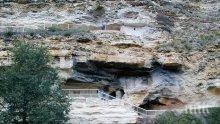 ТРЕВОЖНО: Аладжа манастир се руши