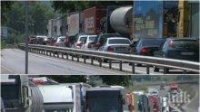 """КОШМАР НА ГРАНИЦАТА С ТУРЦИЯ: Опашки от тирове по 12 км задръстиха """"Капитан Андреево"""" - тежките камиони още няма къде да паркират (СНИМКИ)"""