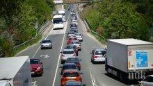 Кошмарен трафик на границата с Турция - българи висят по 5 часа в задръстване