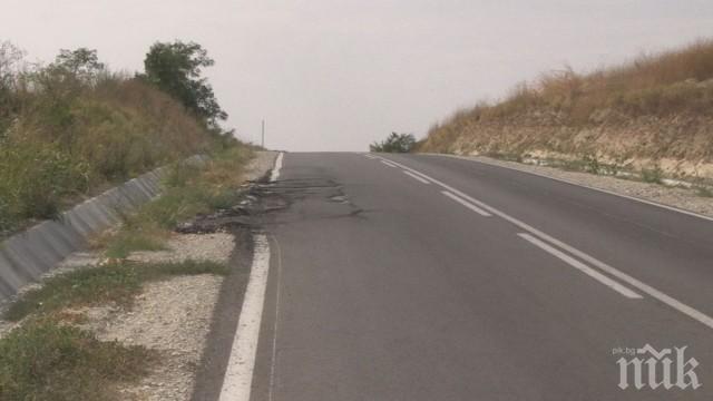 3 МЕСЕЦА СЛЕД РЕМОНТА: Път в Русенско е в окаяно състояние