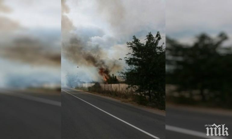 Пожар ограничава трафика по пътя Стара Загора - Чирпан
