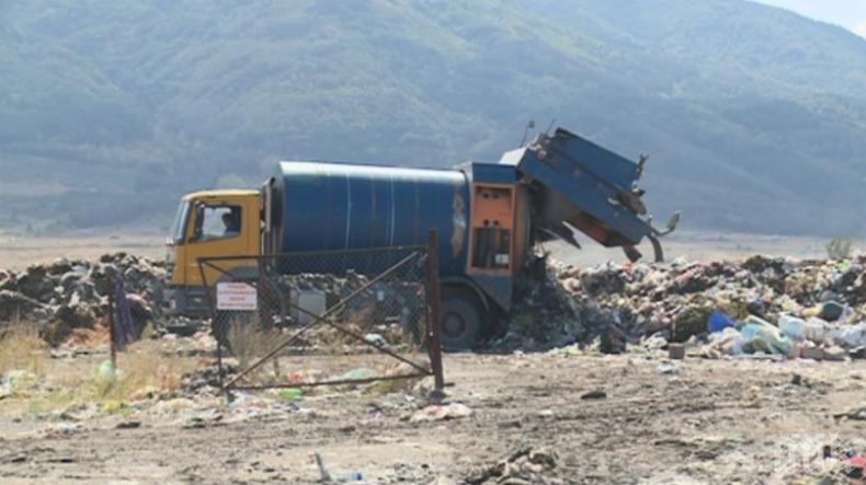 Закритото депо за отпадъци в Дупница продължава да се самозапалва