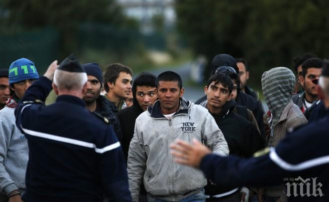 МАЩАБНА ОПЕРАЦИЯ: Евакуират мигранти в Атина
