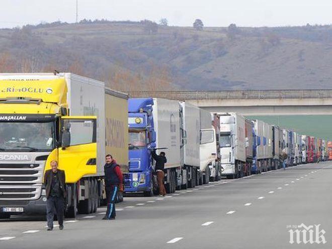 Голямото прибиране: Спират движението на тирове по натоварените пътища