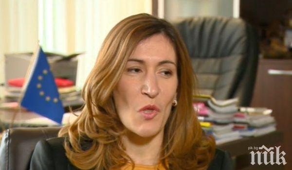 Министър Ангелкова обясни какво се случва след фалита на оператора Томас Кук