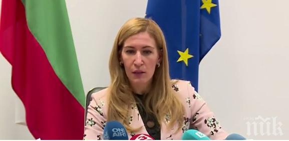 """ГОРЕЩА ТЕМА! Министър Ангелкова: 5940 туристи са заложниците на """"Томас Кук"""" в България, губим милиони левове, компрометиран е и следващият сезон"""
