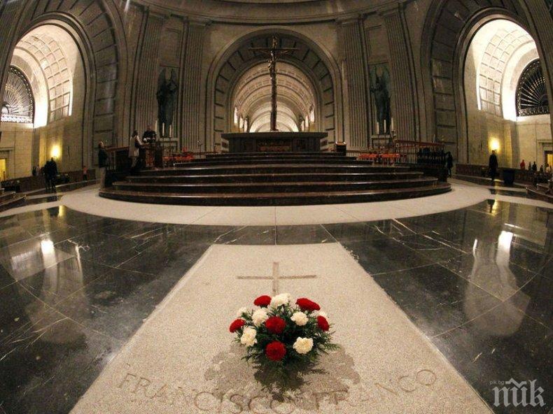 ОТМЪЩЕНИЕ: Социалистите в Испания поругаха генерал Франко - вадят тялото на диктатора от гроба