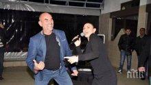 ПЪЛНО ПАДЕНИЕ: Ценко Чоков се разпищоли предизборно! Вижте как Бай Ганьо прави избори - пред 350 гости, по потник, с певачица и кючекини (ВИДЕО/СНИМКИ)