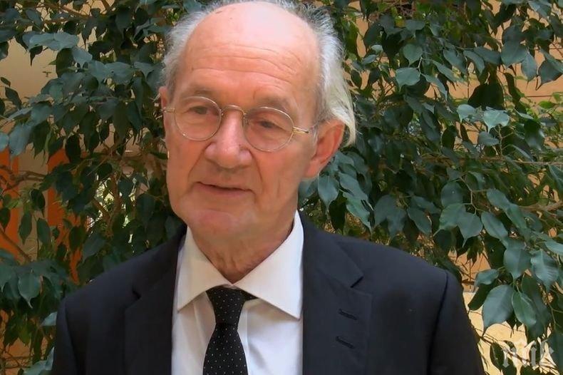Бащата на Джулиан Асанж изнесе реч пред Бранденбургската врата в Берлин