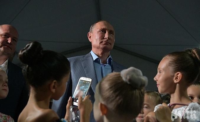 Владимир Путин разкритикува екоактивистката Грета Тунберг