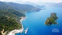 Турция продава два острова