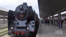 """Атракционен влак с парен локомотив и вагон от царската композиция """"Корона експрес"""" ще пътува между София и Кюстендил (СНИМКИ)"""
