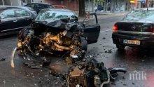 ПЪРВИ ПОДРОБНОСТИ: Автобус на градския транспорт и кола са се помлели в Пловдив - карат шофьор в болница (СНИМКИ)