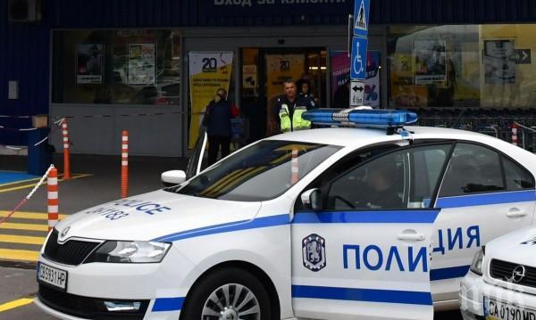 Издирват двама от обирджиите на банковия клон в София. Заловеният им авер носел 60 бона в себе си