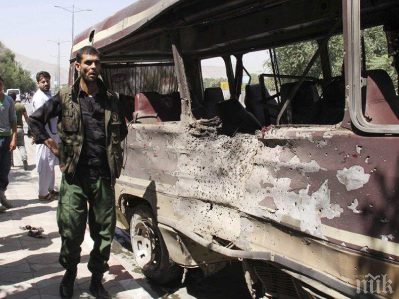 В АФГАНИСТАН: 10 убити и 27 са ранени от взривен автобус