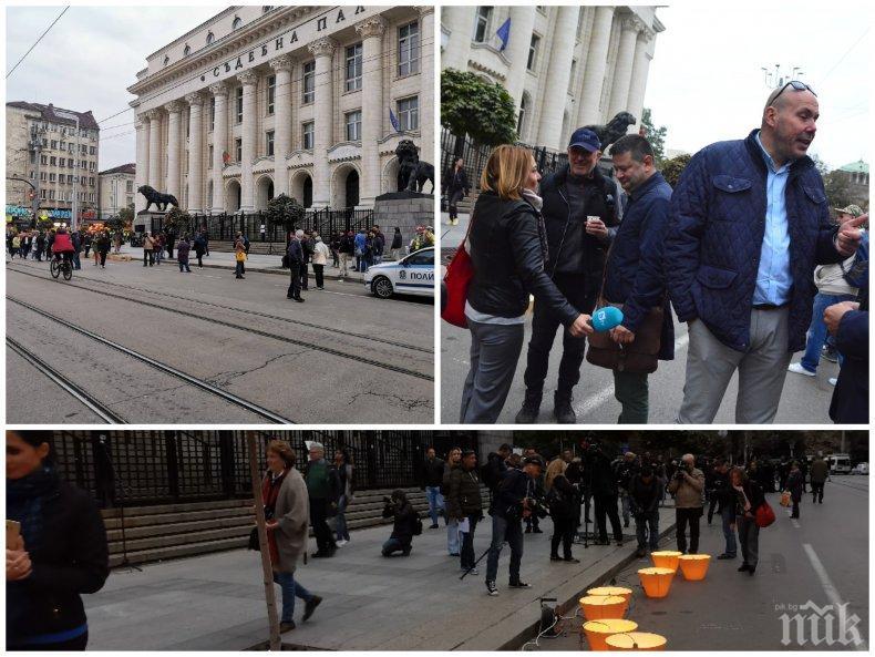Шепа хора на протест пред Съдебната палата - под 30 човека се намериха да викат срещу Гешев, слуги на Иванчева политизираха акцията с предизборни речи (СНИМКИ/ОБНОВЕНА)