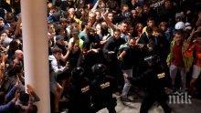 Броят на пострадалите при сблъсъците в Барселона достигна 28 души