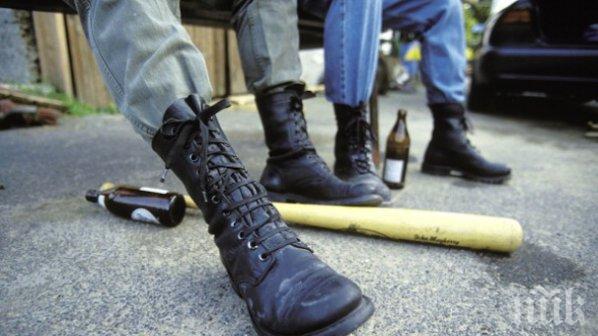 Биха и ограбиха 20-годишен пред дискотека в Пловдив