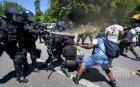 Хонконгската полиция разгонва протестиращи с оръдия