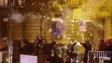 Над 200 пострадали при поредните сблъсъци между протестиращи и полиция в Каталуния