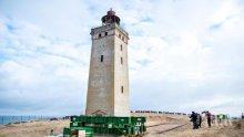 Преместиха 120-годишен морски фар заради ерозия