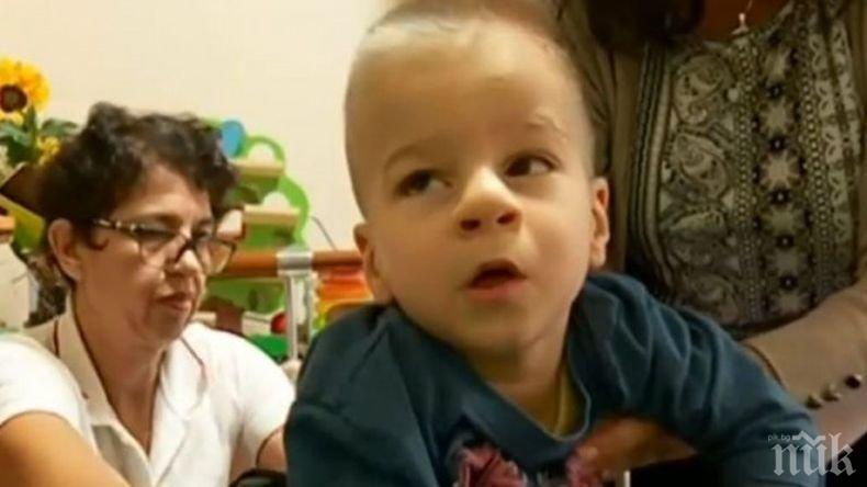 Бюрокрация лишава болно дете от инвалидна количка