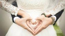 САМО ЗА ДАМИ: Как да разберете, че скоро ще ви предложи брак
