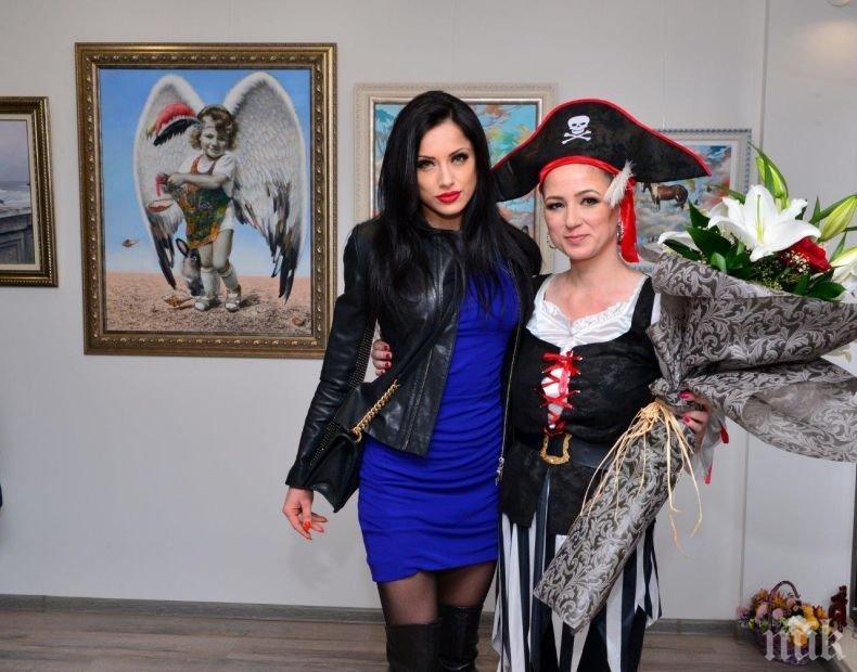 НА НОВА ИЗЛОЖБА: Калина Ханджиева пренесе Сан Франциско в София - Роси Иванова си хареса картини (СНИМКИ)