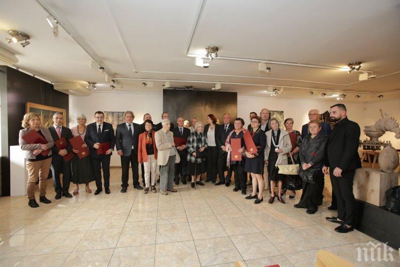 Министър Боил Банов награди над 40 културни дейци: За мен е голяма чест да поощрим съвременните народни будители