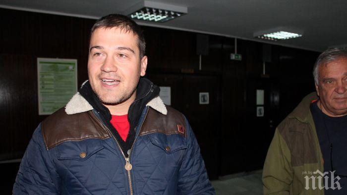 Човекът на Манолова Никола Вапцаров се опитва да ограничава свободата на словото