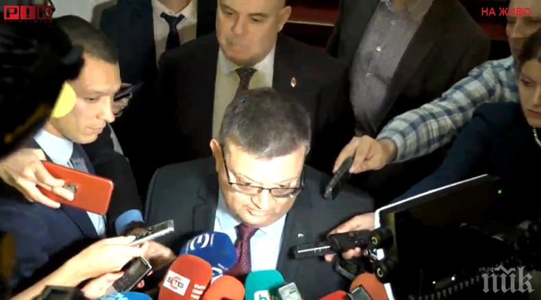 ЕСКЛУЗИВНО В ПИК TV: Цацаров и Гешев с първи коментари след отказа на Румен Радев да подпише указа (ОБНОВЕНА)
